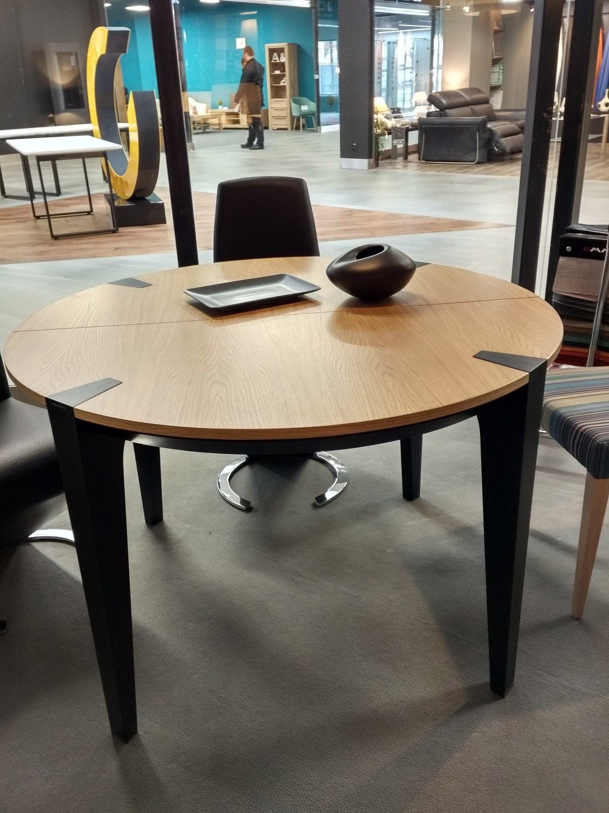 Certo Bespoke Round Extendable Dining Table Dining Tables 3069 Sena Home Furniture
