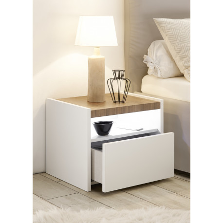 Amalti set of white lacquered bedside cabinets