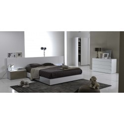 Metri - high gloss lacquered bed with large headboard
