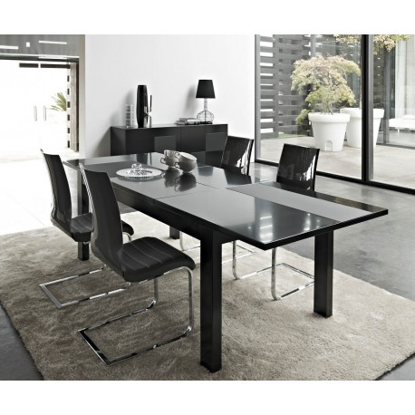 Oxa lacquer extendable dinning table