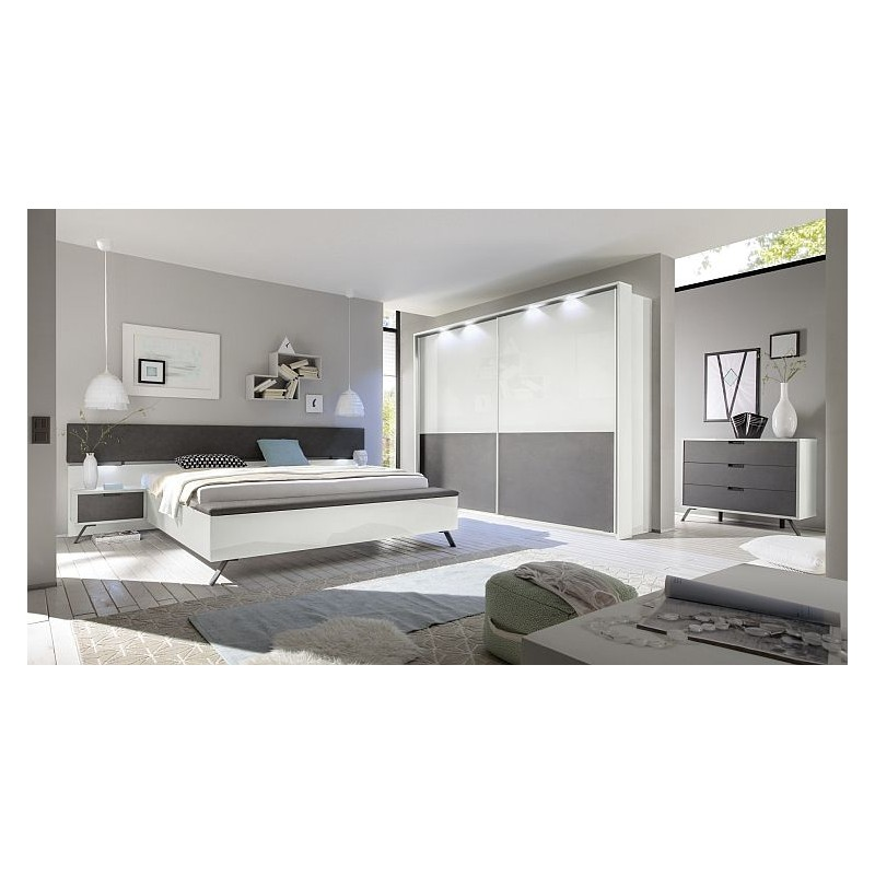 Organising a small bedroom