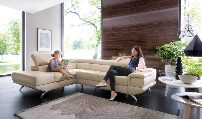 9 Smart Ways to Arrange an Empty Living Room Corner